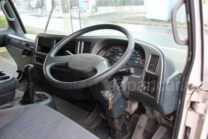 Бортовой Nissan Diesel CONDOR 2004 года во Владивостоке