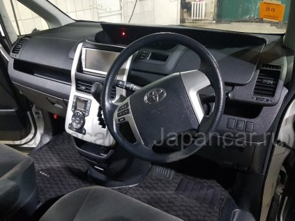 Toyota Voxy 2013 года в Уссурийске