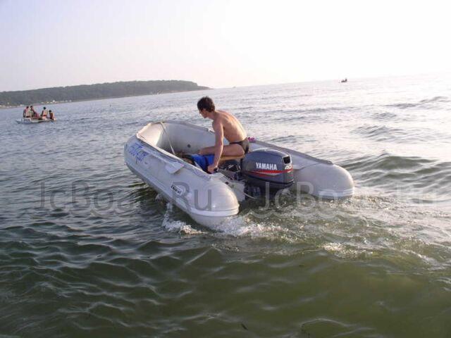 лодка пластиковая YAMAHA MAXON с мотором YAMAHA 40 2004 года