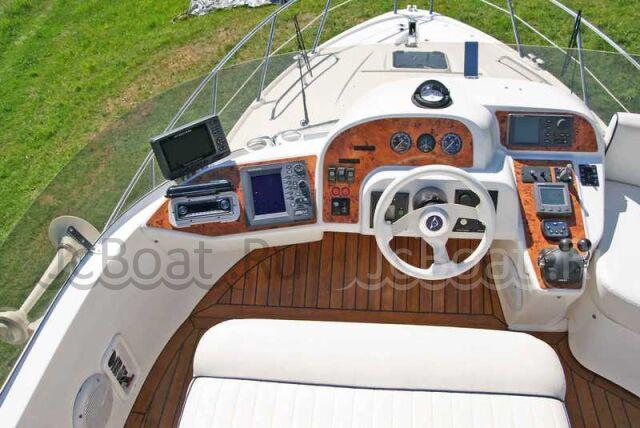 яхта моторная SEALINE SEALINE F37 2005 года