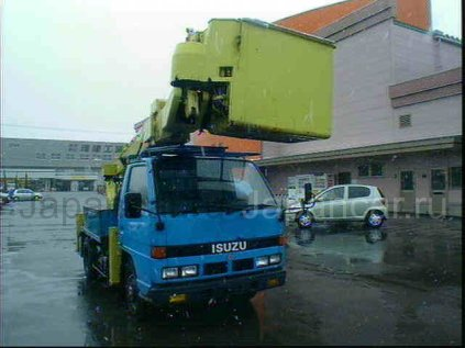 Автовышка Isuzu ELF 1989 года во Владивостоке