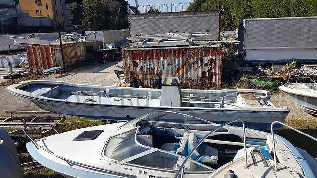 лодка пластиковая YAMAHA корпус 10 м  1995 года