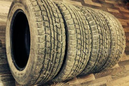 Зимние шины Dunlop Graspic ds1 185/65 14 дюймов б/у во Владивостоке