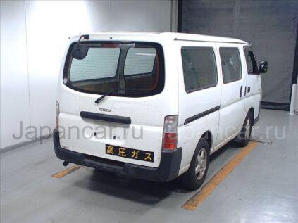 Микроавтобус ISUZU Como 2011 года