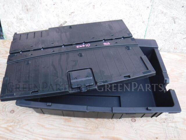 Пол багажника пластик на Lexus CT200h ZWA10 2ZRFXE