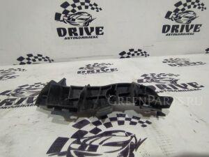 Крепление бампера на Toyota Corolla Axio NZE141 1NZ-FE 52562-12150