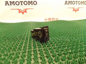 Кнопка на Toyota Ipsum SXM15 3S-FE
