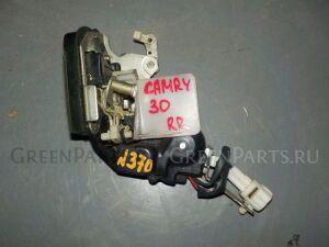 Замок двери на Toyota Camry SV30 370 /