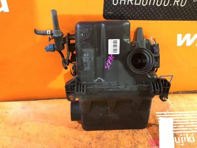 Корпус воздушного фильтра на Toyota Ractis SCP100 2SZ-FE