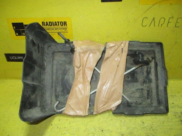 Крепление аккумулятора на Honda Stream RN7