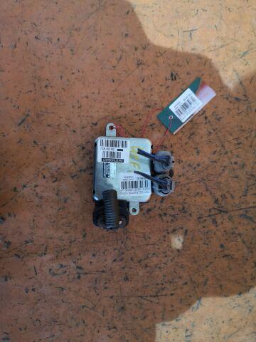 Блок управления вентилятором на Toyota Celsior UCF31