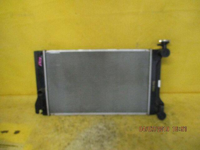 Радиатор двигателя на Toyota Corolla Axio ZRE142 2ZR-FAE