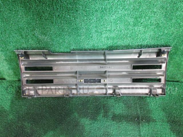 Решетка радиатора на Nissan Cube Z12 HR15DE