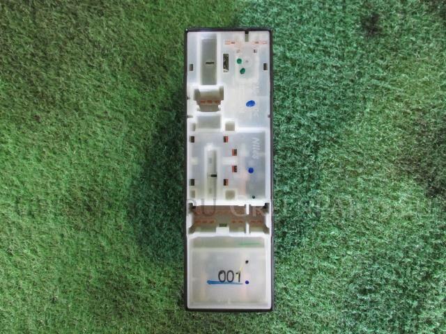 Блок упр-я стеклоподъемниками на Nissan DAYZ ROOX B21A 3B20