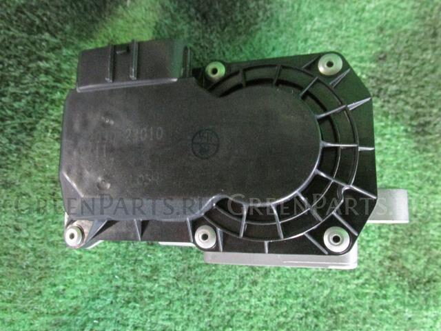 Дроссельная заслонка на Toyota Ractis SCP100 2SZ-FE