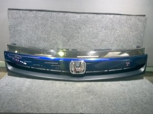 Решетка радиатора на Honda Stream RN1 D17A-222