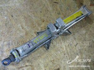 Домкрат на Toyota Raum EXZ15, EXZ10 5E-FE