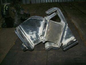 Подушка двигателя на Nissan E25 ZD30 (11220 VW201)