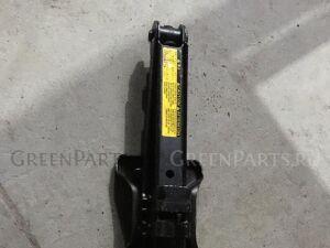 Домкрат на Toyota Rav4 ACA30 09111-0W110