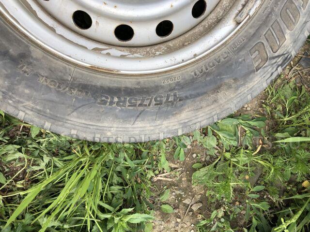 шины Bridgestone 175/75R15LT летние на дисках Toyota R15