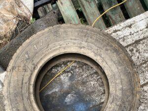 Шины Dunlop 215/70R15LT всесезонные