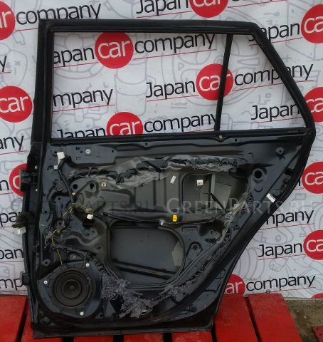 Дверь на Toyota Avensis II 2003-2008